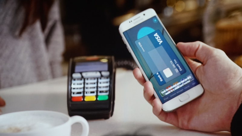Samsung spustil konkurenci Apple Pay