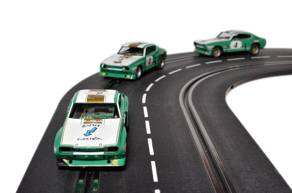 vut-slotcars-for-vehicular-platooning-sm