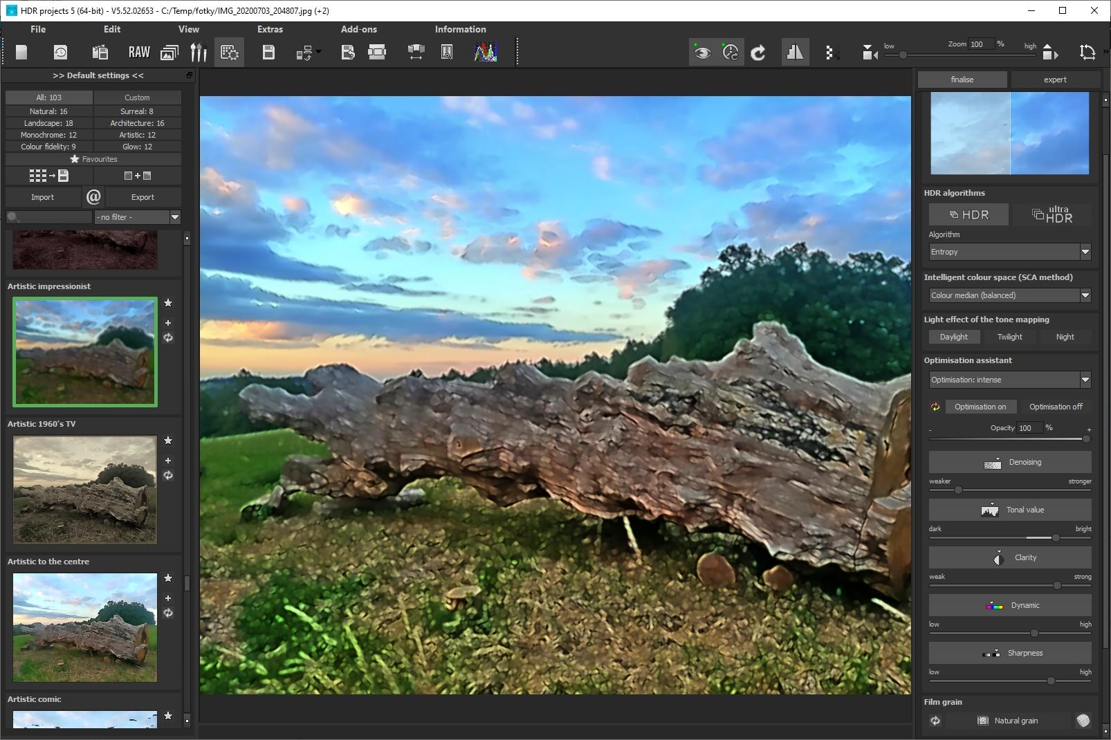 Pomocí předpřipravených šablon, kterých program nabízí více než stovku, rychle vyberete originální úpravu vzhlede svého snímku. Pomocí vhodné kombinace filtrů a efektů tak svoji fotku proměníte v umělecké dílko – impresionistickou malbu.