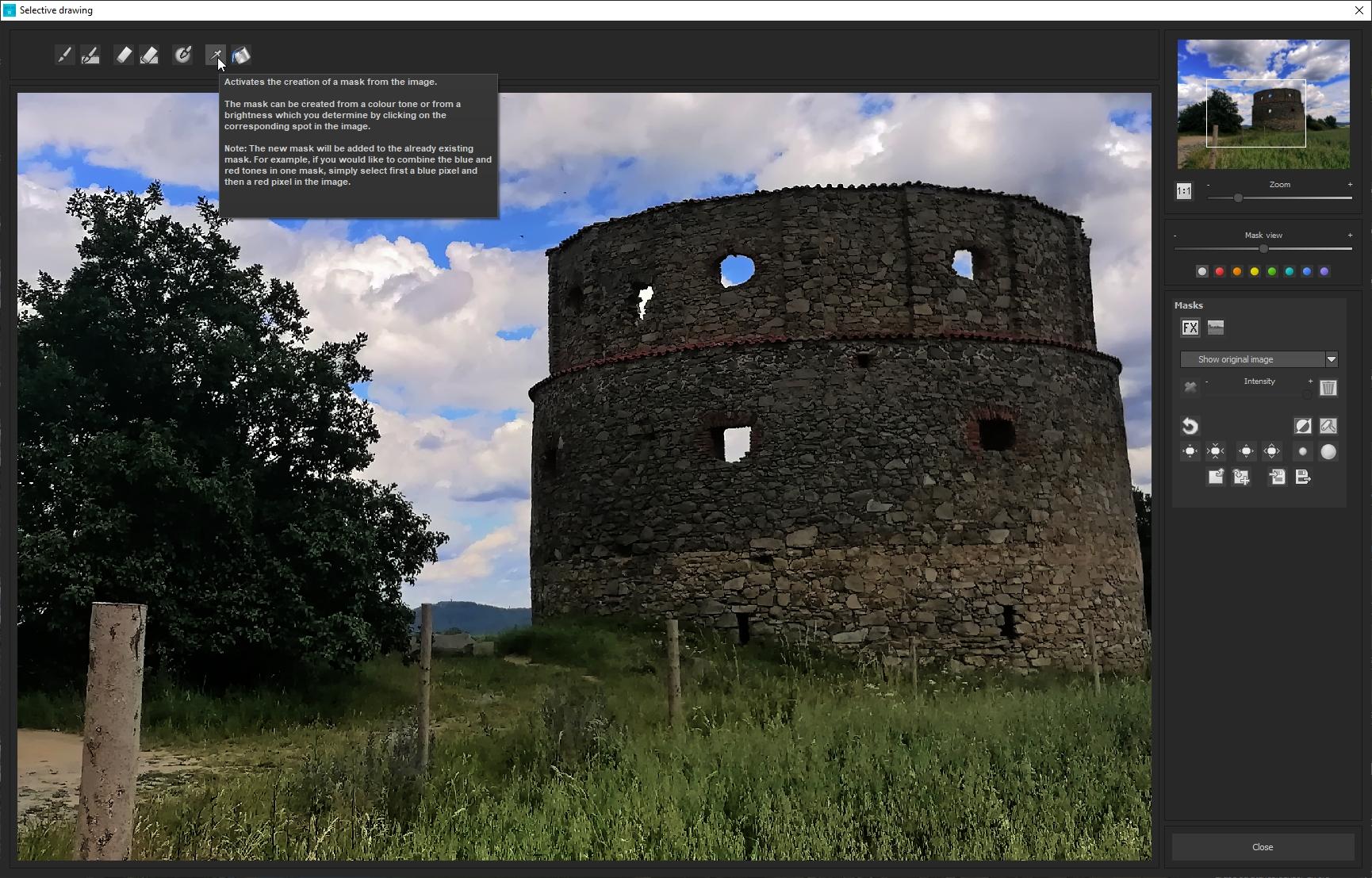 Program nabízí i nástroj »Selective drawing«, pomocí kterého můžete ručně optimalizovat jen vybrané části snímku, anebo vytvářet z částí snímku masky. Najdete zde retušovací štětce, nástroj guma a řadu dalších nástrojů a funkcí.