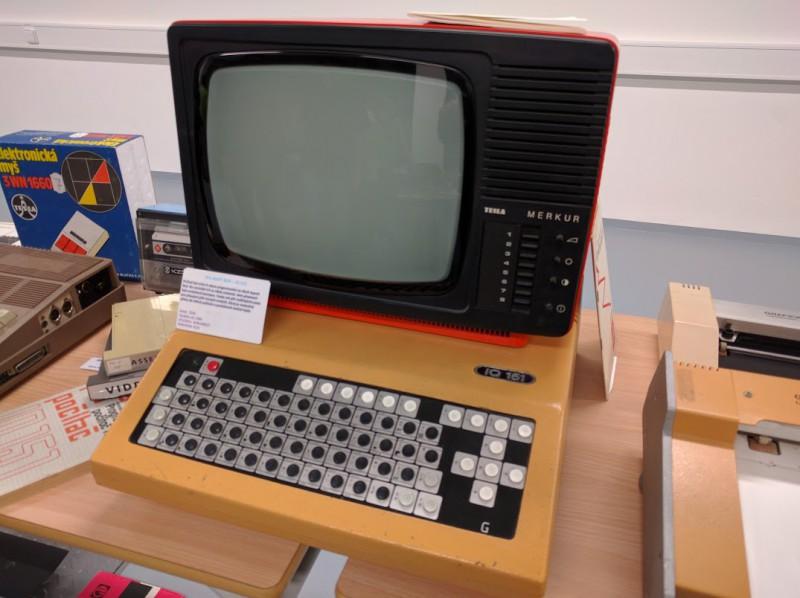 IQ 151 - osobní počítač vyráběný firmou ZPA Nový Bor. Byl využíván především k výuce ve školách.