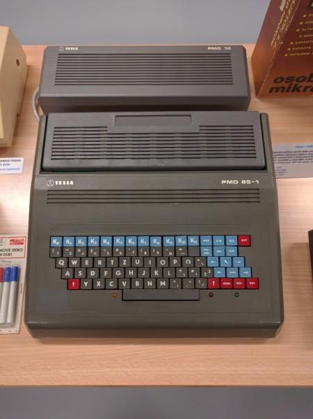 PMD 85 (Piešťanský Mikropočítač Displejový) - 8bitový osobní počítač z roku 1985. Podobně jako IQ 151 využívaný hlavně k výuce ve školách.