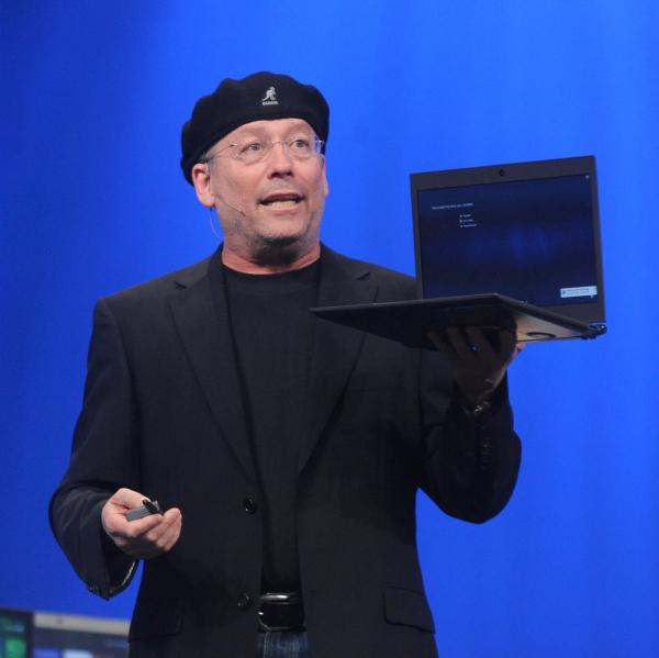 Generální manažer divize PC Client Group Mooly Eden na konferenci Intel Developer Forum prohlásil, že uživatelský komfort v oblasti osobních počítačů projde zásadní revolucí díky uvedení nové kategorie mobilních zařízení označovaných jako ultrabooky