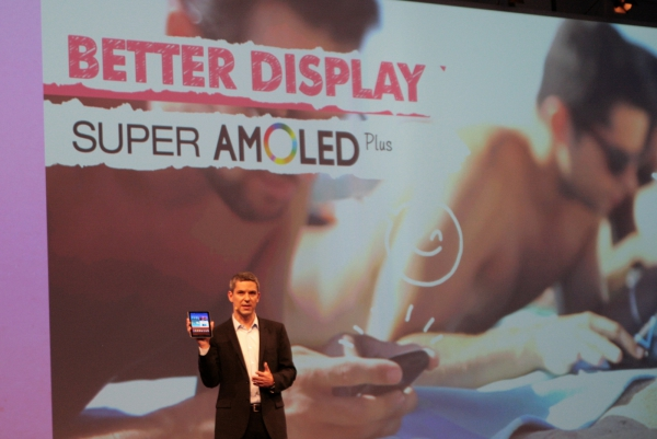 Hlavní výhodou nového tabletu Galaxy Tab 7.7 je displej Super Amoled Plus.