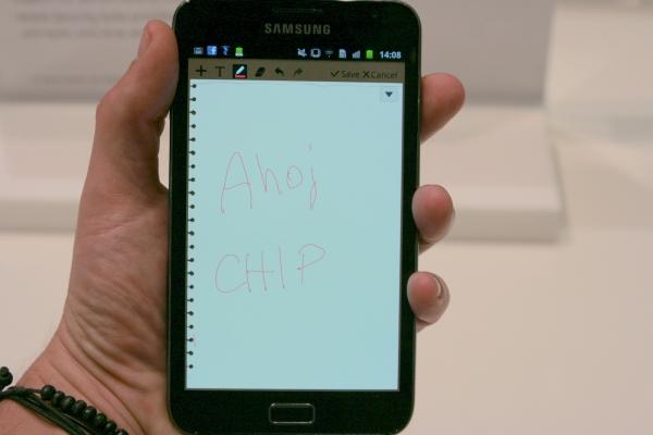 Samsung Galaxy Note slouží mimo jiné k psaní poznámek stylusem.