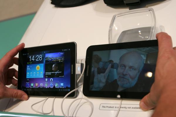 Starý a nový - Samsung Galaxy Tab 7.7 a starší Samsung Galaxy Tab GT-P1000