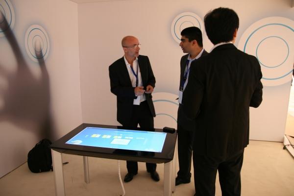 Surface - počítač ve tvaru stolu slouží ke snadnějšímu sdílení informací.