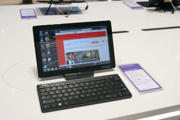 Další tablet - tentokrát model SLATE PC série 7 se systémem Windwos 7. Dodává se k němu i bezdrátová klávesnice a