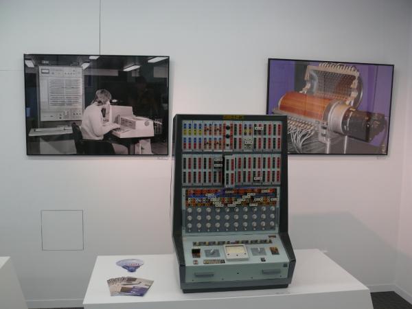 Exkurze do minulosti i budoucnosti elektroniky