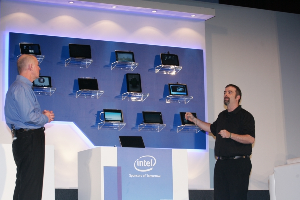 Tablety s procesorem Intel Atom Z670.