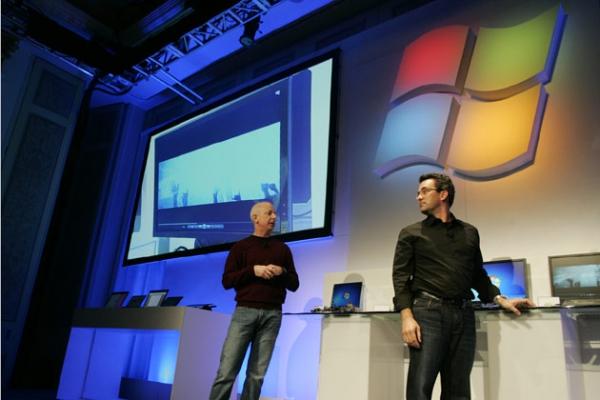 Sinofsky (vlevo) v lednu na CES2011