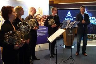 Slavnostní spuštění: vpravo programový ředitel Brava3D, Rob Overman, vlevo kvarteto lesních rohů Gelderského orchestru.