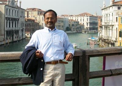 Doktor Kumaran vkládá do projektu velké naděje.
