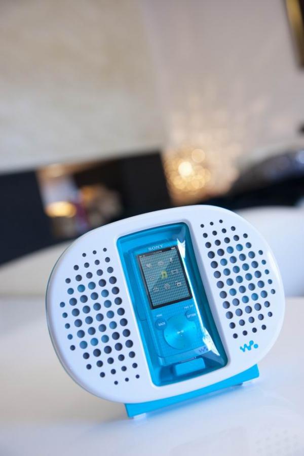 Sony WALKMAN S750 v dokovecí stanici
