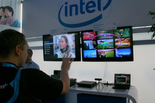 """PrimeSence Natural Interaction je vyvíjená technologie pro ovládání spotřební elektroniky (televizorů, přehrávačů a podobně). Funguje to podobně jako """"MS Kinect"""" pro ovládání konzole Xbox 360. Zařízení tedy prostřednictvím speciální kamery vyhodnocuje pohyby uživatele (nemusí mít žádné ovládací zařízení – ovladačem je tělo) a převádí je na příkazy, jako například """"skok na další obrázek"""", """"zoom"""", """""""
