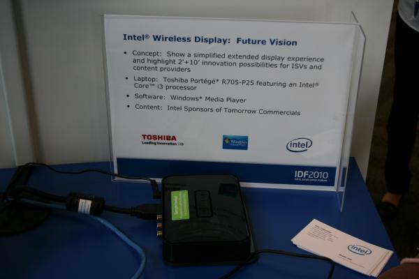 """Intel Wireless Display je technologie pro jednoduché bezdrátové připojení notebooku k většímu """"zobrazovači"""", tedy například LCD televizoru. Stačí když je v notebooku bezdrátová síťová karta Intelu a příslušný software a u televizoru """"krabička"""" s HDMI konektorem. Tu zatím vyrábí je firma Netgear."""