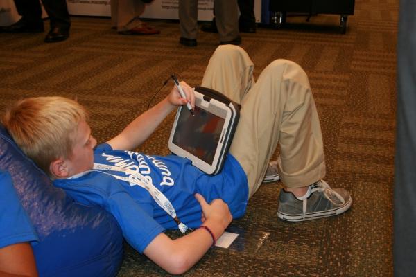 Intel Classmate PC – jednoduché zařízení pro studenty. Může se použít jako notebook i jako tablet a slouží jako učební pomůcka