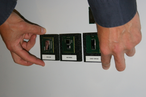 Porovnání procesorů - Nehalem, Westmere a Sandy Bridge (vpravo)