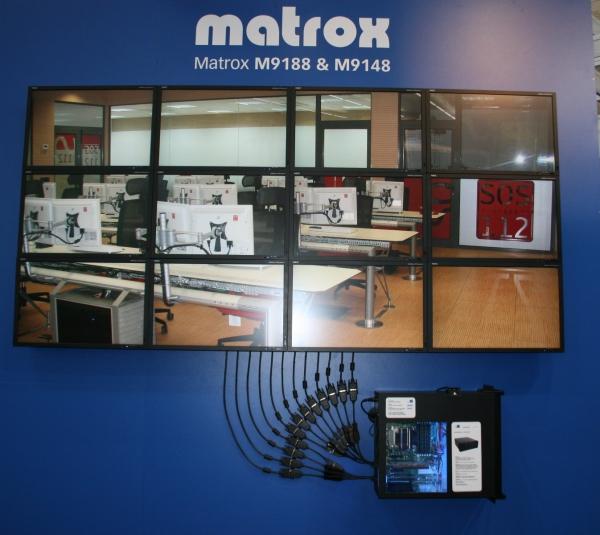 Grafické karty Matrox výkonnostně zaostávají a tak nabízejí alespoň zajímavé funkce – možnost připojit více monitorů.