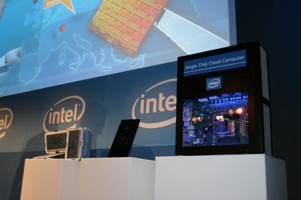 Cloud computer s jedním vídejádrovým procesorem