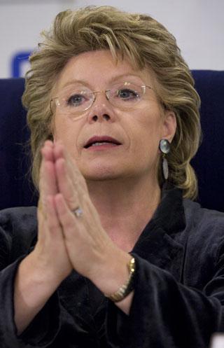 Viviane Redingová: Noční můra všech evropských operátorů.