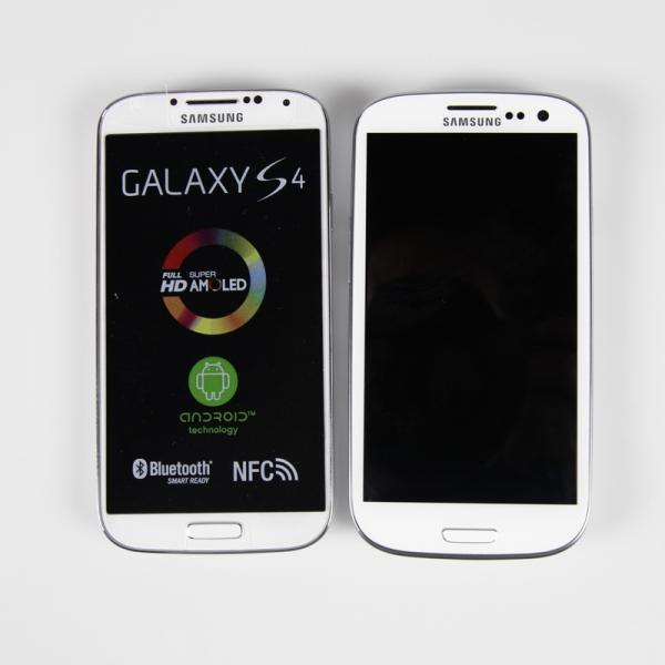 Porovnání Galaxy S4 (vlevo) a jeho předchůdce