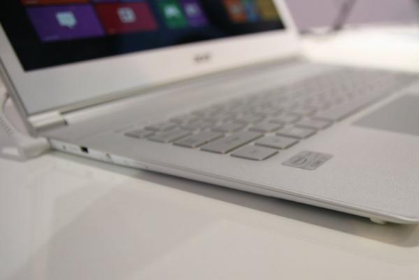 Acer Aspire S7 je velmi tenký a má dotykový displej - tzv. Touch Ultrabook