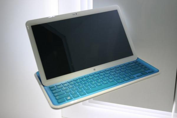 Prototyp notebooku, z kterého lze udělat tablet.