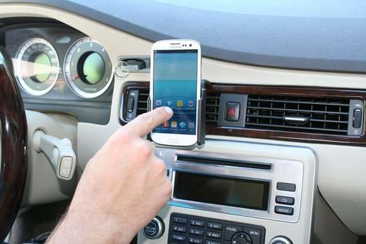 Na obrázku je k vidění jednoduchý držák do auta pro smartphone Samsung Galaxy S3 (i9300) bez možnosti nabíjení.