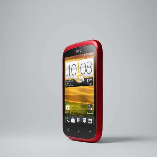 Telefon HTC Desire C je dostupný ve třech barevných provedeních (bílá, červená a černá) a nabízí aktuální vezri OS Android 4.