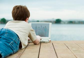 Naše děti na internetu tráví spoustu času, neopomíjejme jejich bezpečnost.