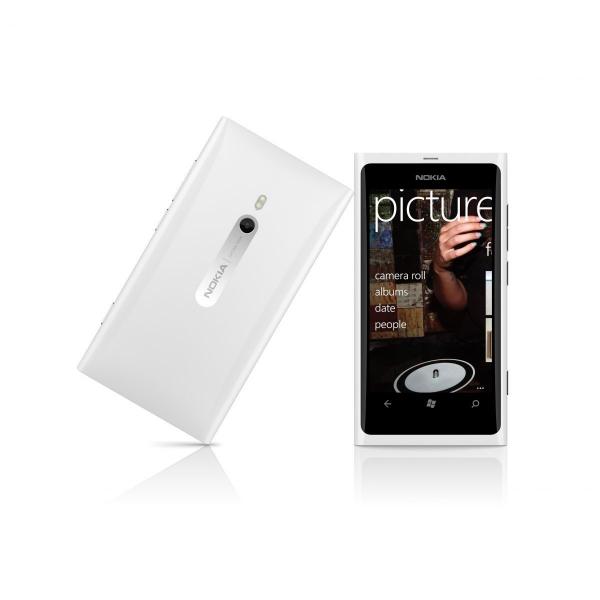 Na roadshow bude k dostání i Nokia Lumia 800 v exkluzivním bílém provedení.