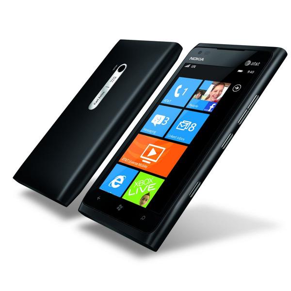 Nokia Lumia 900 je k dostání ve dvou variantách: s podporou LTE či DC-HSPA.