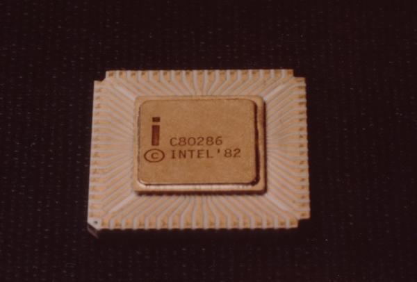 Intel 80286 12 MHz, 10 MHz, 6 MHz / 1,5 mikronu