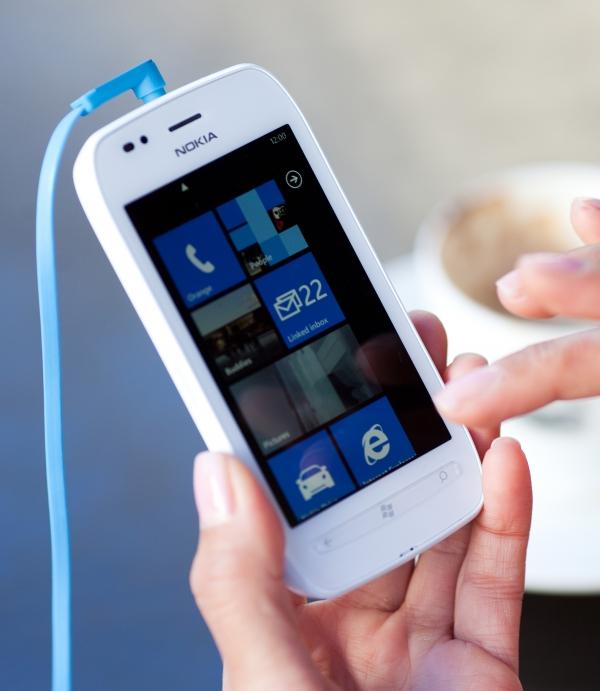 Lumia 710 s připojenými sluchátky