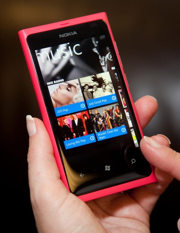 Nokia Lumia 800 s aplikací Music