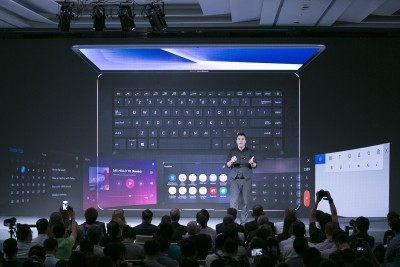 asus-global-pc-and-phone-marketing-senior-director-marcel-campos-unveils-zenbook-pro-15-and-14-with-screenpad-feature-nahled