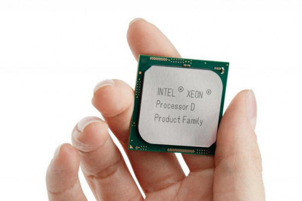 5082-xeon-d-processor-package-holding-nahled