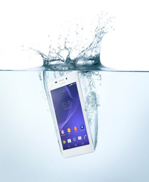 14-xperia-m2-aqua-white-in-water-72dpi-nahled